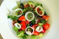 Cerstvy Rajcatovy Salat S Cibulkou